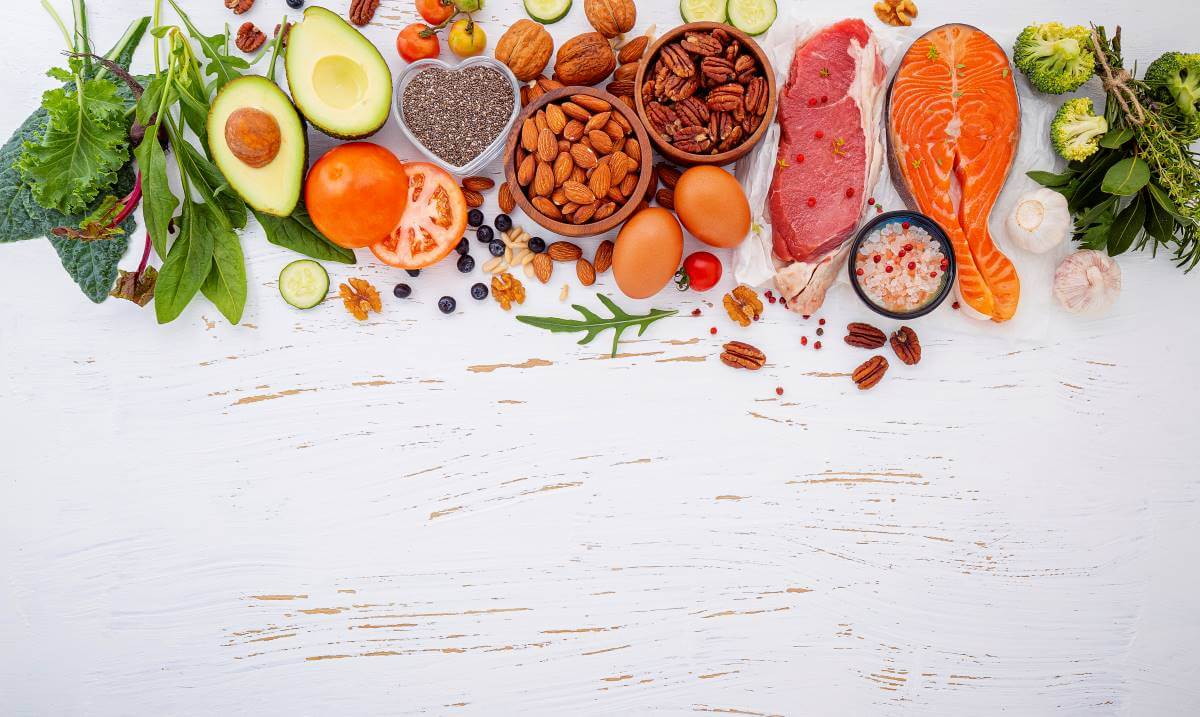 alimentos sobre mesa
